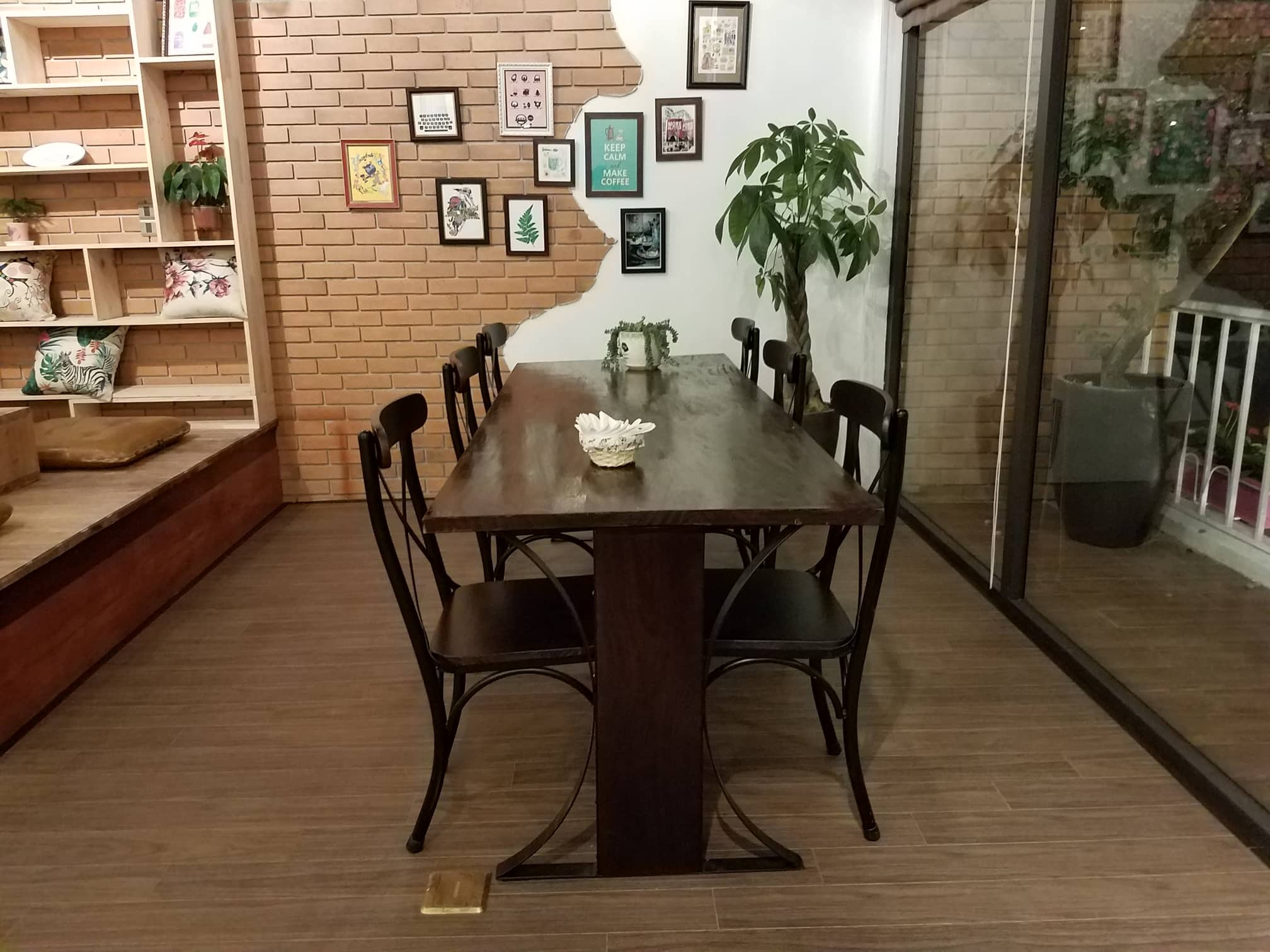 bo-ban-ghe-vintage-cafe-dang