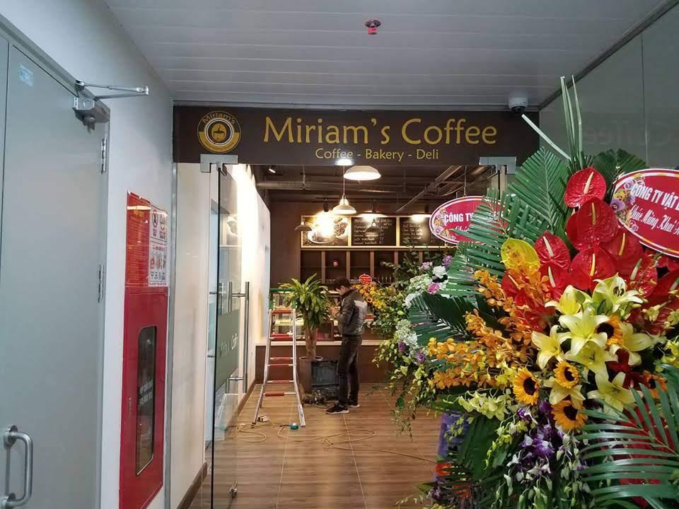khong gian noi that tang tret miriam's coffee