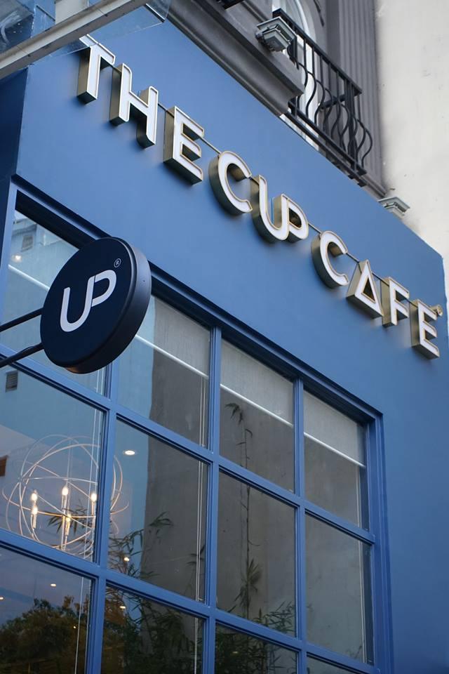 The Cup Cafe toàn bộ hầu hết được sử dụng tông màu xanh dương làm nổi bật chủ đề Scandinavian hướng tới