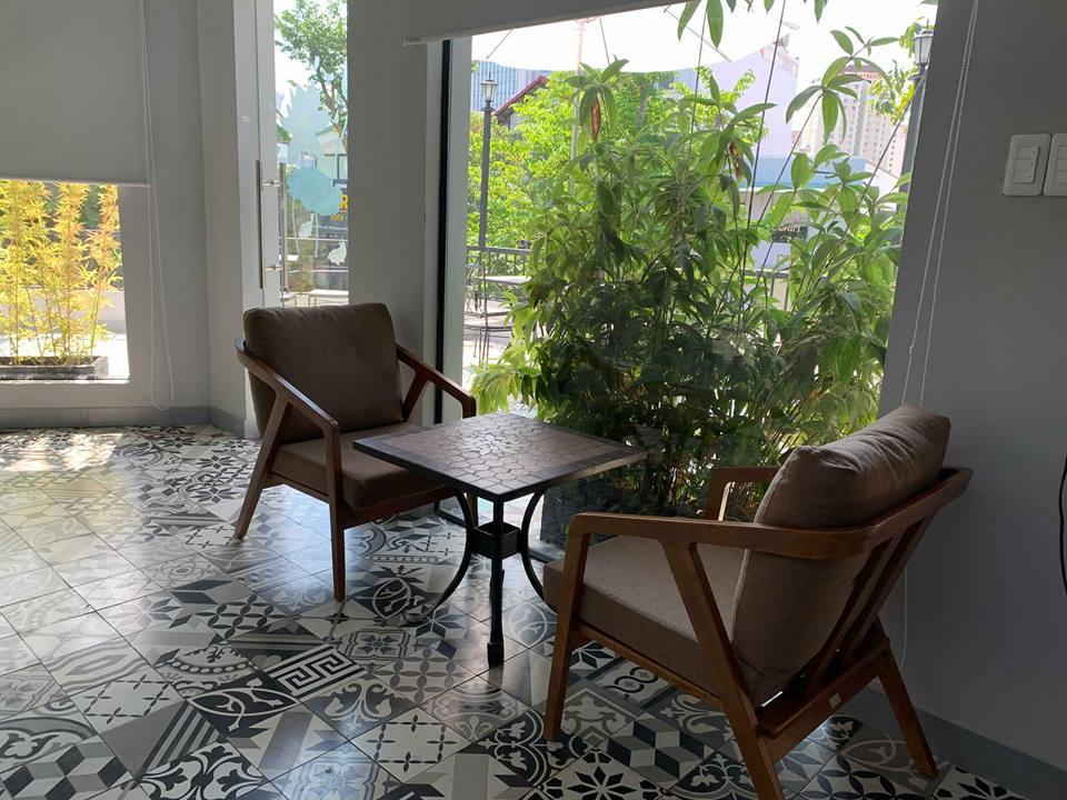 sofa-go-Sen-cafe-do-pcm-cung-cap (3)