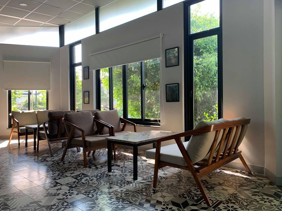 sofa-go-Sen-cafe-do-pcm-cung-cap (2)